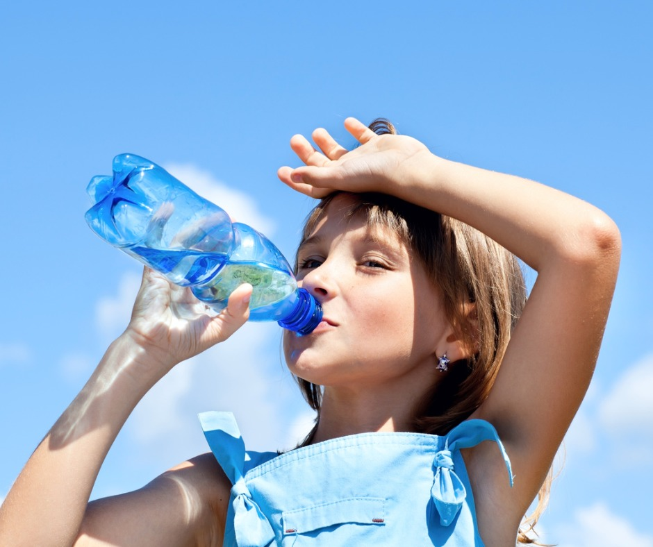 Heat_exhaustion_picture_young_girl-drinking-water-picture-id486501183.jpg