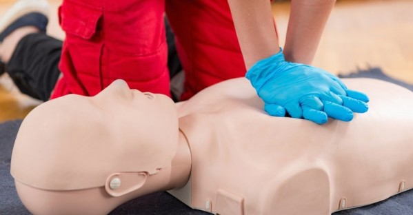 CPR_TRAINING_MANIKIN.jpg